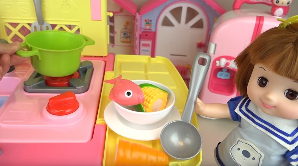 Best play kitchen for toddler 2020